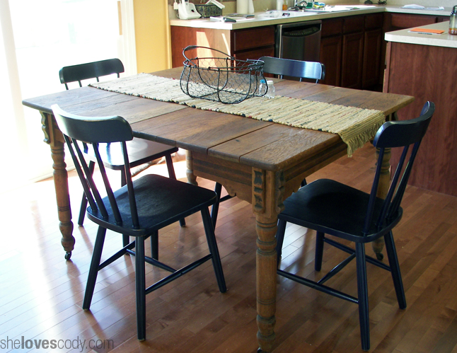 Farm-table-in-illinois-house-1